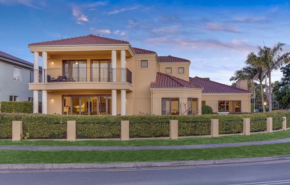 Mona Vale Home Proving That Size Does Matter