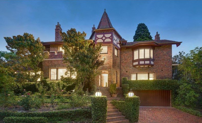 SOLD! Toorak Home Fit for a King